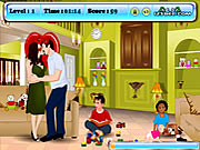 Click to Play Angelina and Brad Kissing